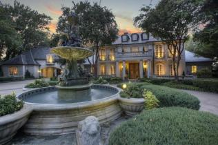 Homes Palatial Fountains