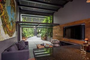 Lavish Outdoors Stunning Courtyards Cloak