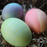Make Colored Easter Eggs Using Natural Dyes
