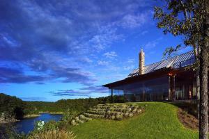 Modern Farmhouse Dream Lakeside Escape Mesmerizing