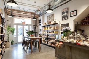 Old Nyc Carriage House Renovated Into Trendy Caf