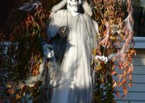 Outdoor Halloween Decorations Ideas Stand Out