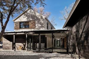 Prefab Modern Home Austin Texas Decoist