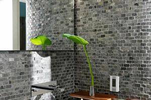 Simpple But Luxurious Atmosphere Bathroom Design