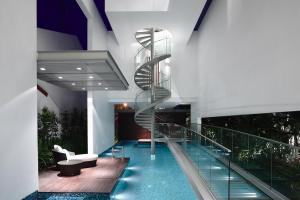 Sleek Modern Home Singapore Glass Bridge Over Pool