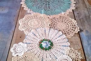 Spring Has Sprung Doily Table Runner Allfreediyweddings