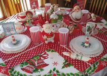 Zetta Aprons Fun Christmas Table Setting Winner
