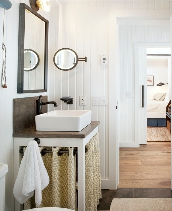 Beadboard Walls Farmhouse Sink Design Ideas