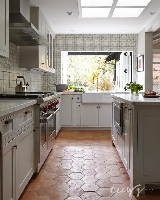 white terracotta kitchen backsplash