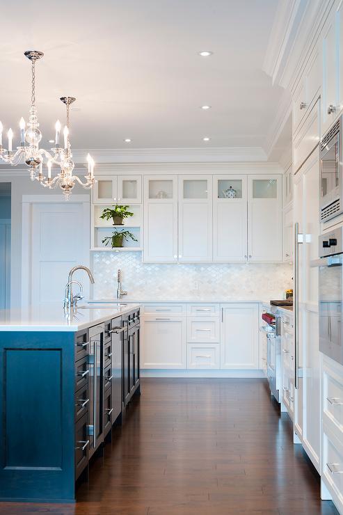 calacatta quartz kitchen backsplash