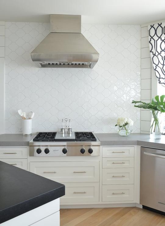 kitchen arabesque tile backsplash