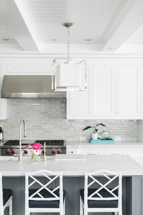 light gray kitchen backsplash tiles