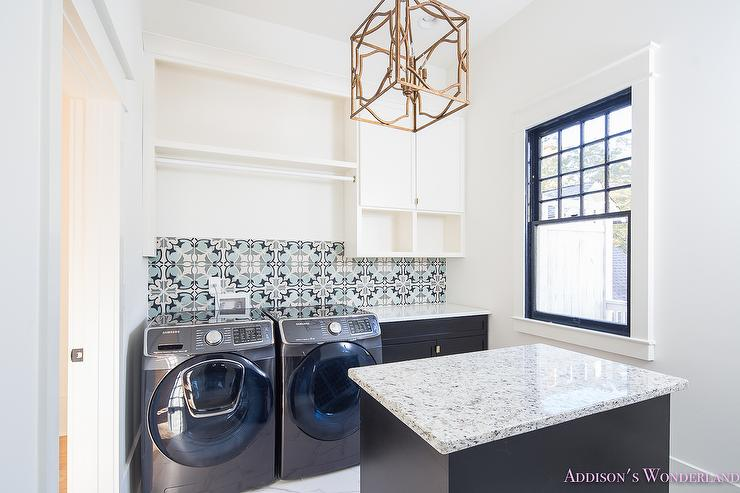 gray and blue mosaic tile backsplash