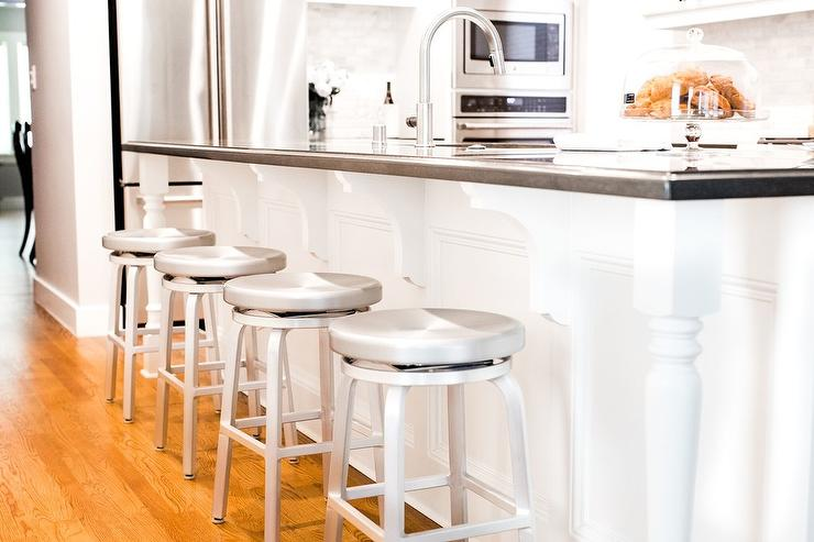 Long Island With Backless Aluminum Swivel Counter Stools
