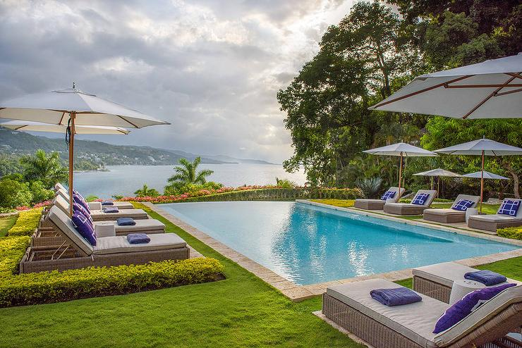 Curved Infinity Pool Design Cottage Deckpatio