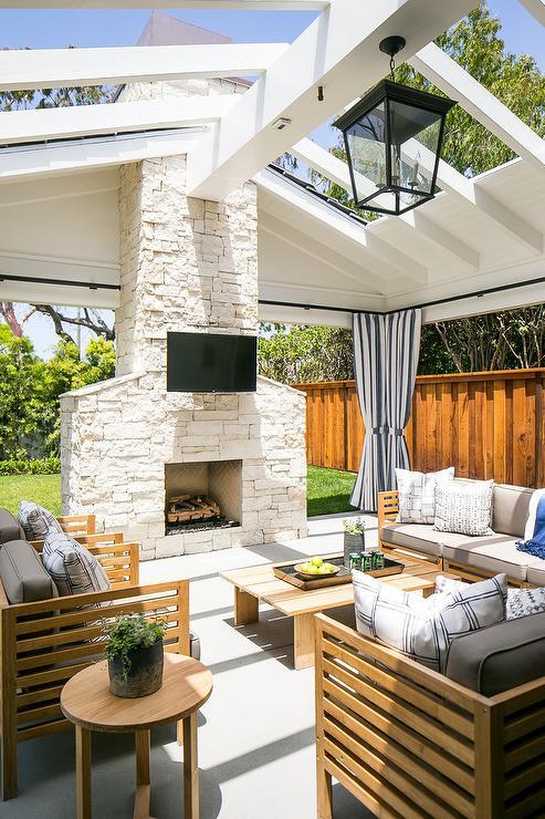 u shaped outdoor furniture arrangement