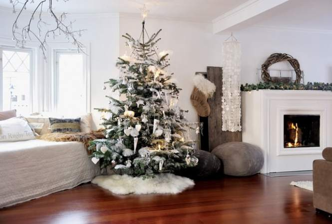 Christmas Decorated Living Rooms 05 1 Kindesign