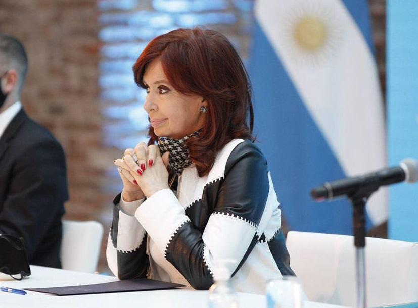 Cristina Kirchner contra Alfredo Cornejo: