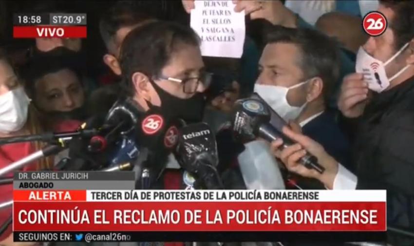 Efectivos de la Policía Bonaerense entregaron petitorio al Gobierno en reclamo de mejoras salariales