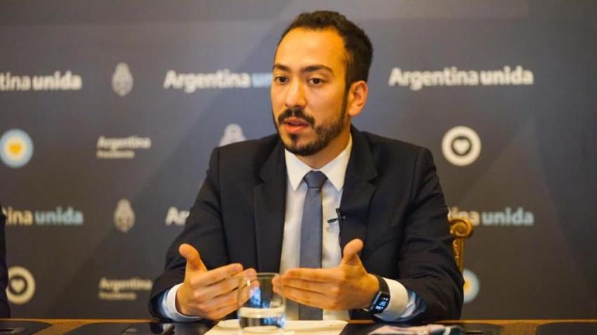 El fotógrafo de Alberto Fernández, de 34 años, y el encargado de audiencias, de 27, también recibieron la vacuna