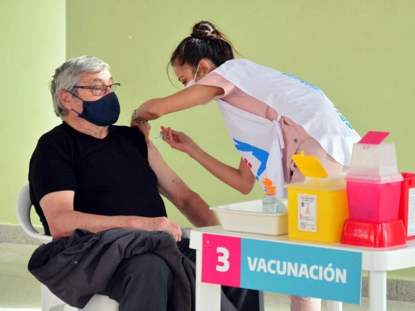 Rige la vacunación libre para embarazadas y mayores de 50 en la Provincia