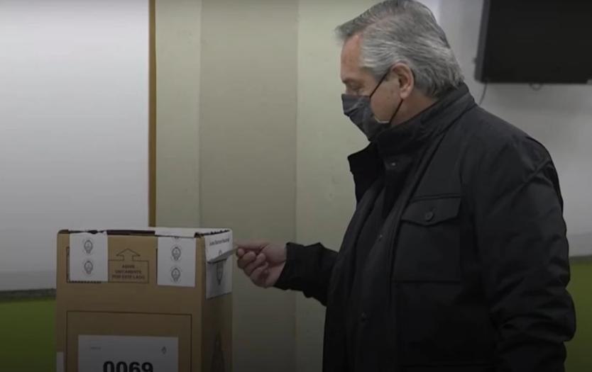 Escándalo en mesa donde votó Alberto Fernández: labraron un acta porque la urna estaba mal sellada