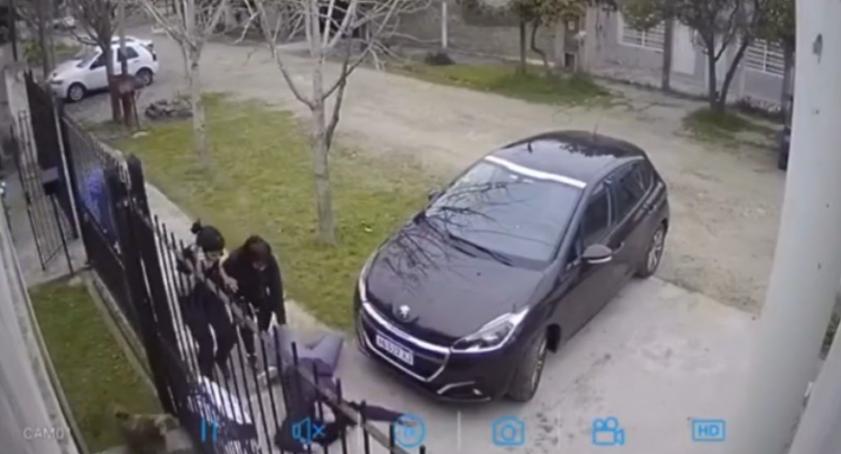 VIDEO: sufrió un brutal asalto y se desmayó del susto
