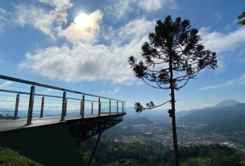 Artists will create outdoor sculptures at Pico Malwee
