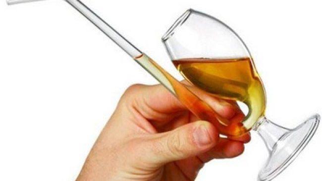 Minum Dengan Sedotan, Picu Penuaan Dini
