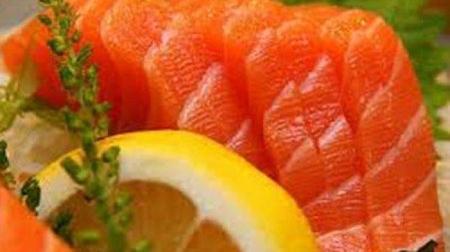 Tangkal Radikal Bebas dengan Ikan Salmon