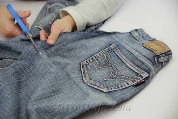 Cut out a pocket from old jeans