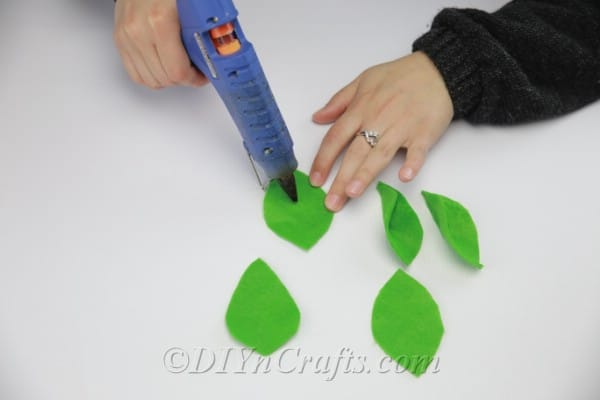 Forming leaves with glue