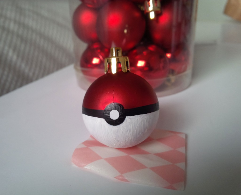 you can learn how to make some pokeballs for the christmas tree too