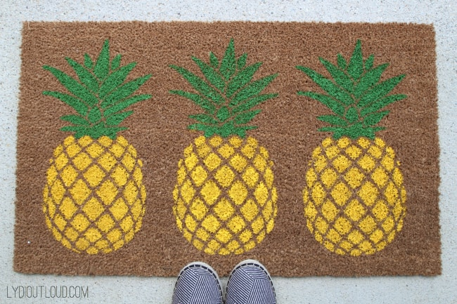 7 Diy Pineapple Home Decor Projects   diy Thought Pineapple Doormat