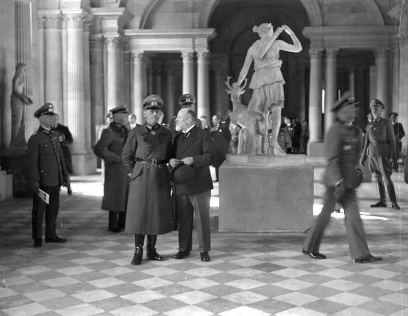 متحف اللوفر النازي