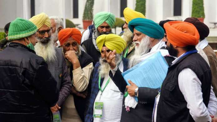 Farmers' leaders arrive at Vigyan Bhawan to hold talks with the Government.