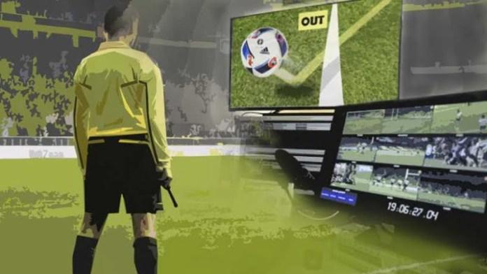 Futbol oynanmaya başladığından bu yana hakemlerin verdiği kararlar hep tartışılır. Son dönemde Video hakem teknolojisi çok popüler ve denemelere çoktan başlandı.
