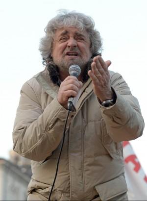 """Grillo: """"Italia de facto già fuori dall'euro. Ci lasceranno andare come una patata bollente"""""""