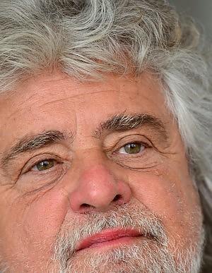 """Grillo: """"Arrendetevi, l'Italia è cambiata: Rodotà sarebbe eletto per plebiscito"""""""