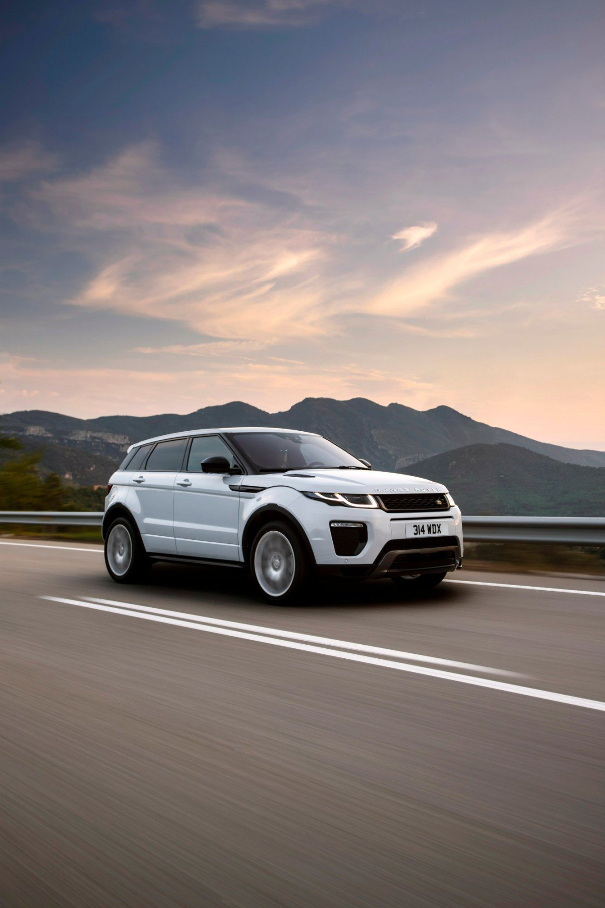 2018 Land Rover Discovery Sport and Range Rover Evoque new 290