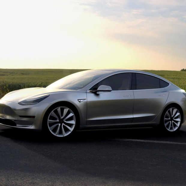 Tesla Tweets Model 3 In Juli Vrachtwagen In September