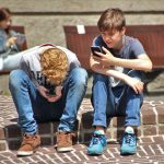 adolescenti telefon tehnologie
