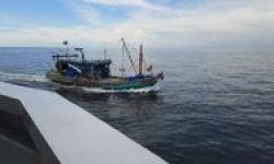 Illegal Fishing, Kapal Berbendera Malaysia Ditangkap di Selat Malaka