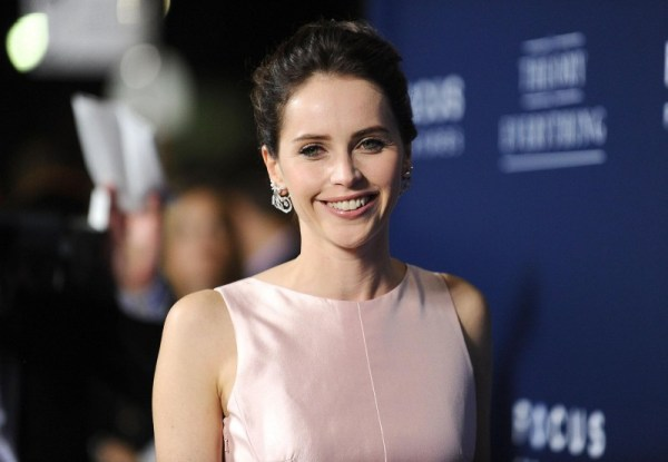 felicity-jones-at-event-of-the-theory-of-everything-(2014)-large-picture