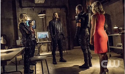 "Arrow -- ""Green Arrow"" -- Image AR401A_0330b -- Pictured (L-R): Katie Cassidy as Laurel Lance, Willa Holland as Thea Queen, David Ramsey as John Diggle, Stephen Amell as Oliver Queen and Emily Bett Rickards as Felicity Smoak -- Photo: Dean Buscher /The CW -- © 2015 The CW Network, LLC. All Rights Reserved."
