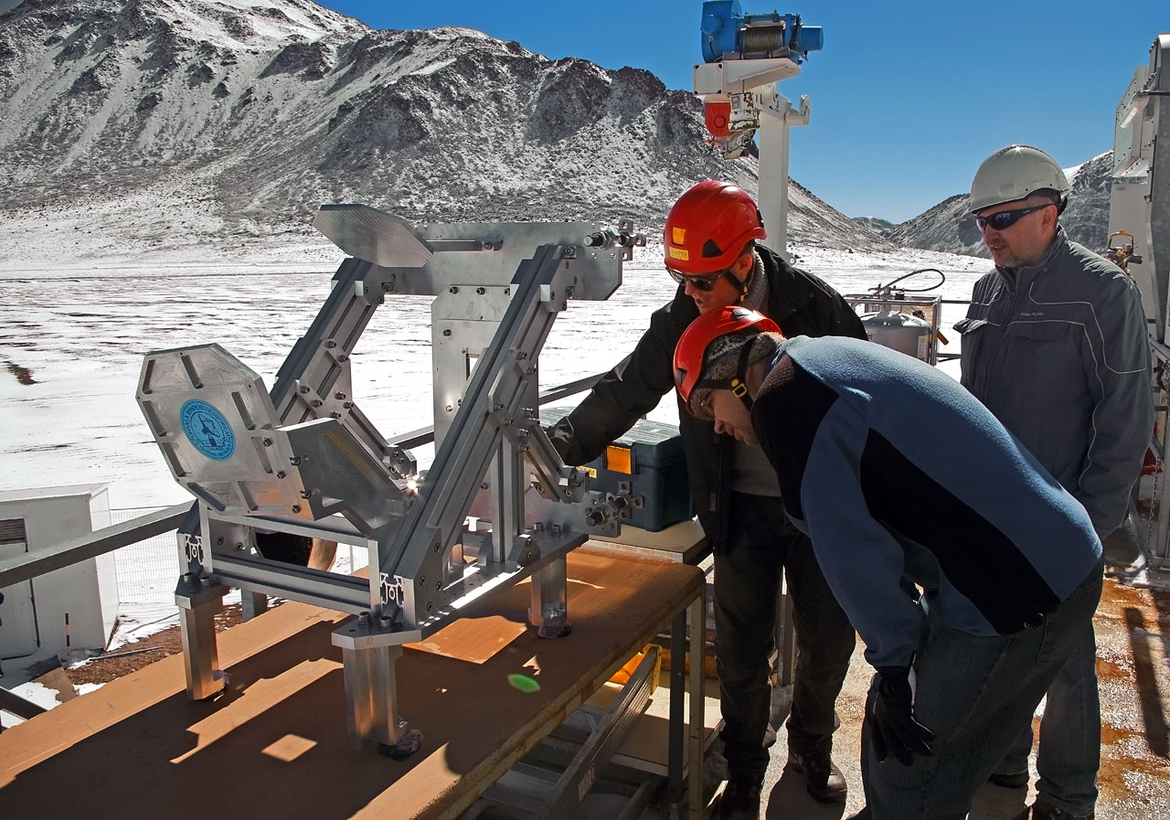 Un nuevo instrumento acoplado al telescopio de 12 metros APEX (Atacama Pathfinder Experiment,  Experimento Pionero de Atacama), instalado a 5.000 metros sobre el nivel del mar, en la Cordillera de los Andes, está abriendo una ventana al universo previamente inexplorada. SEPIA (siglas de Swedish–ESO PI receiver for APEX )  detectará las débiles señales del agua y de otras moléculas dentro de la Vía Láctea, en otras galaxias cercanas y en el universo temprano.