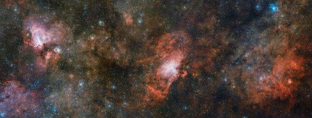 El VST capta tres espectaculares nebulosas en una sola imagen