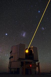 El láser de Yepun y las Nubes de Magallanes
