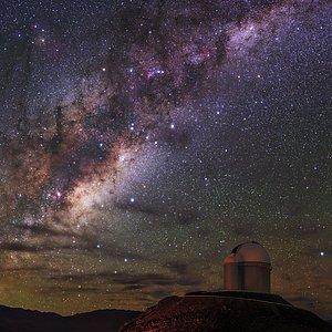 Resplandor de la Vía Láctea sobre La Silla