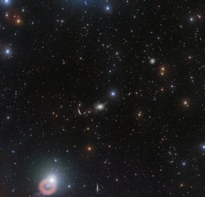 Geniş açıdan NGC 5018. (ESO/Spavone et al.)